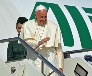 Se, in aereo dall'Armenia, il Papa chiede di nuovo perdono ai gay