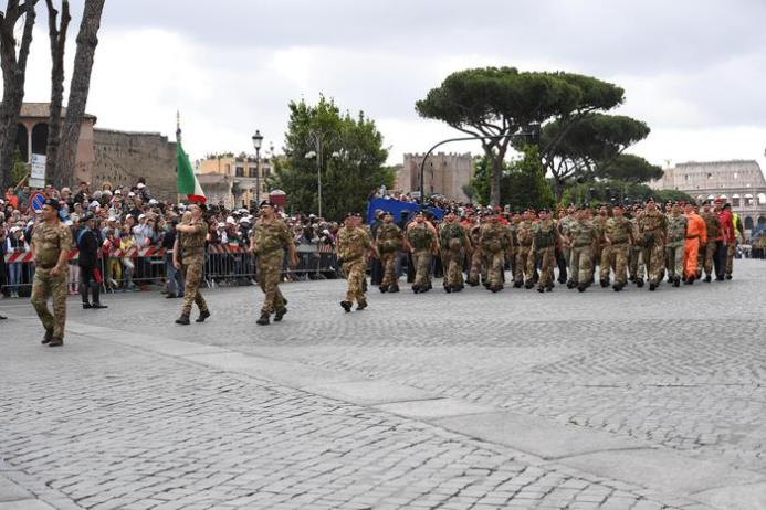 A moment of the military parade for the Italian Republic Day in Rome, Italy, 02 June 2016. ANSA/MAURIZIO BRAMBATTI