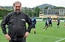 Don Massimiliano Gabbricci il sacerdote della Nazionale di Calcio