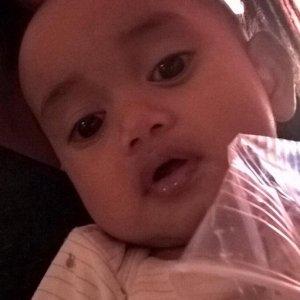 Il bambino di 8 mesi che era rimasto da solo nel passeggino sul Lungomare. I genitori lo hanno ritrovato