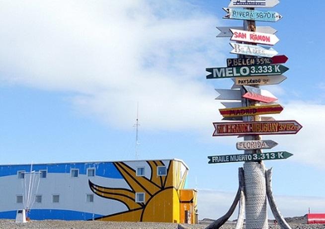 La-base-antartica-Artigas-con-le-distanze-dalle-città-dellUruguay