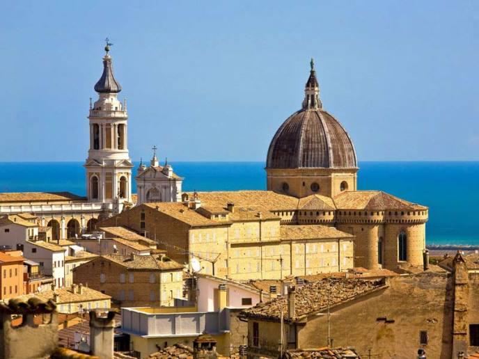 Loreto_-_Basilica_-_panoramica