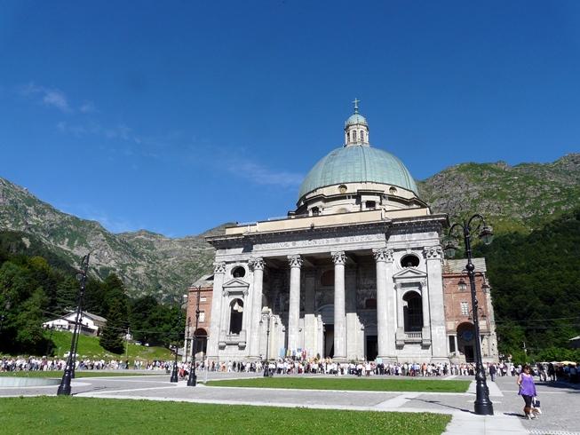 Santuario_di_Oropa-chiesa_nuova-complesso1