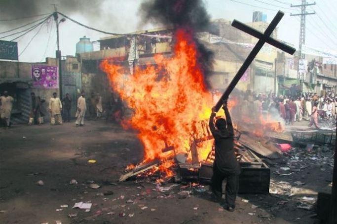 l43-cristiani-perseguitati-150404095451_big