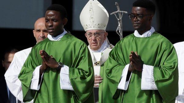 Papa Francesco: Un cristiano deve fare la storia! Uscire da se stesso e fare la storia!