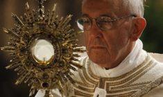 Nella semplice benedizione di un sacerdote (meglio se santo) c'è un anticipo di Paradiso: lo sapevi?