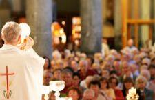 E' domenica! Nell'Eucarestia Gesù vive insieme a noi. Se hai smesso di andare a Messa… riparti!