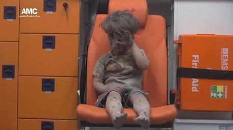 epa05495574 A handout picture provided by the pro-opposition activist group Aleppo Media Center (AMC) on 18 August 2016 shows an injured child, reported to be Omar Daqneesh, a five-years old Syrian boy, sitting in an ambulance after an alleged airstrike hit a house in Aleppo, Syria, 17 August 2016. According to pro-opposition activists and medical staff, at least eight people were killed, including five children, and several injured in an alleged airstrike in the rebel-controlled Aleppo neighborhood Qaterji. EPA/ALEPPO MEDIA CENTER / @AleppoAMC / HANDOUT ATTENTION EDITORS : EPA IS USING AN IMAGE FROM AN ALTERNATIVE SOURCE AND CANNOT PROVIDE CONFIRMATION OF CONTENT, AUTHENTICITY, PLACE, DATE AND SOURCE. HANDOUT EDITORIAL USE ONLY/NO SALES