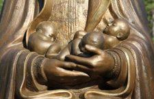 Ogni giorno una Lode a Maria – 17 Aprile – Madre di tutti i bambini del mondo