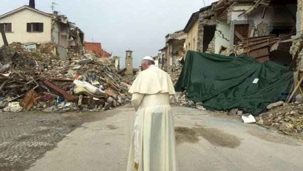 Il Papa ad Amatrice, dove lo Stato distrugge la società civile