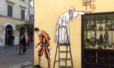 La storia del murales con Papa Francesco che gioca a tris per la Pace (ma viene subito rimosso)
