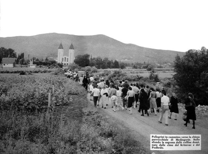 Risultati immagini per medjugorje pellegrini