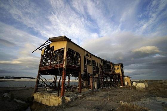 Un edificio distrutto dallo tsunami dell'11 marzo 2011 nella Prefettura di Fukushima RIPRODUZIONE RISERVATA © Copyright ANSA/EPA