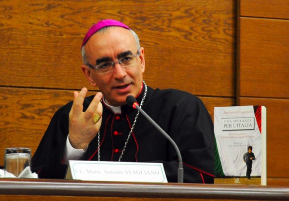 1417007917-0-il-vescovo-di-noto-anche-nella-diocesi-di-noto-politici-corrotti