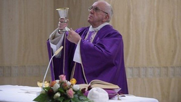 Papa Francesco: rigidità e mondanità, un disastro per i sacerdoti