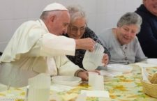 Studenti a servizio dei poveri, seguendo l'invito di Papa Francesco