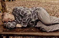 La prova 'di fuoco' del Natale. Trovi una persona che dorme per strada, che fai?