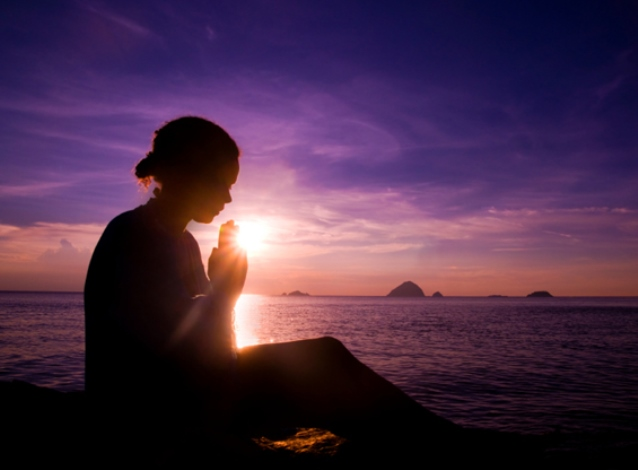 girl-sunset-prayer