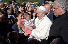 Che bello! Oggi Papa Francesco ha battezzato 8 bambini nati ad Amatrice e Accumoli