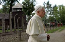 Quando Benedetto XVI andò ad Auschwitz: 'Dove era Dio in quei giorni? Perché Egli ha taciuto?