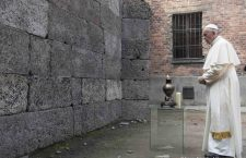 Papa Francesco ha scritto nel campo di concentramento: 'Signore perdono per tanta crudeltà'