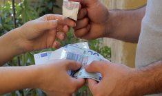 Questi pezzenti di camorristi che usano bambini piccoli per spacciare e fabbricare la droga!