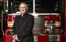 Tom Colucci, il pompiere diventato sacerdote