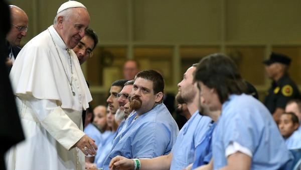 Detenuto suicida/ Il papa non può stringere la mano a tutti, ma noi sì
