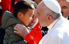 Papa Francesco: 'Siamo chiamati all'amore e alla carità'