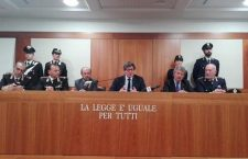 """Venice prosecutor Adelchi d'Ippolito (C) talks during the press conference about anti terrorism police operation in Venice, Italy, 30 March 2017. Two of the four Kosovars in a suspected terror cell smashed in Venice Thursday were caught on tape saying """"in Venice you immediately earn paradise because of the number of unbelievers here. Put a bomb on the Rialto Bridge"""". The wiretap remark was reported by interim Venice chief prosecutor Adelchi D'Ippolito at a press conference. ANSA"""