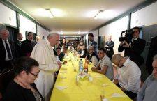 Papa Francesco fa commuovere i detenuti: 'Ognuno di voi per me è Gesù'
