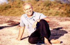 Un sacerdote brasiliano sceglie di vivere nella discarica per riscattare le persone che vi lavorano