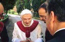 I 90 anni di Benedetto XVI, ecco gli auguri di Mons. Gänswein: 'Il Signore gli mantenga la pace dell'anima e la gioia del cuore'