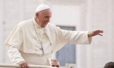 Papa Francesco: Gesù cammina sempre con noi