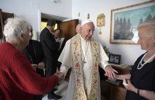 Papa Francesco esce dal Vaticano e va a Ostia per la benedizione delle famiglie!