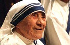 Sai come pregava il rosario Madre Teresa?