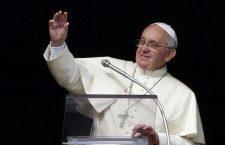 Papa Francesco al Regina Coeli: il 'chiacchiericcio', le invidie e le gelosie allontanano i fratelli