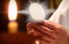 Il cuore di ogni domenica è Gesù Cristo, presente nell'Eucarestia. Lui è davvero il Signore della vita!