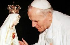 """Giovanni Paolo II e Fatima: """"Una mano ha sparato, un'altra mano ha deviato la pallottola"""""""