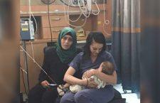 La mamma israeliana che allatta un bambino palestinese ferito meriterebbe il Premio Nobel per la pace