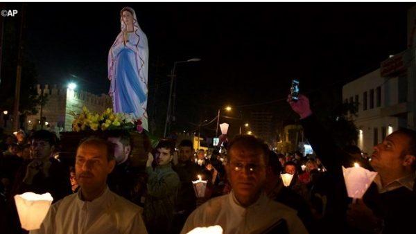 L'Isis ha distrutto statue e croci di tutto l'Iraq? Adesso vengono rimesse tutte statue della Madonna di Lourdes