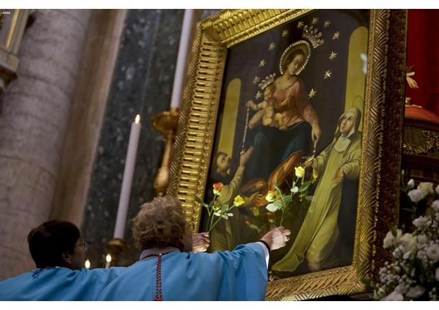 Ogni giorno una Lode a Maria, 9 ottobre 2021: Rosario, forza elevante dei popoli