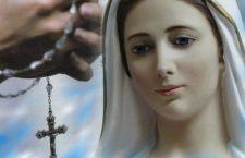 Perché la Madonna insiste così tanto sulla recita del Rosario? Il motivo è: fondamentale per noi