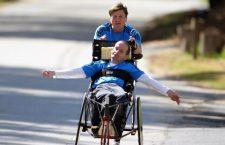 Amore più grande di tutti. Padre e figlio percorrono più di 26.000 km su una sedia a rotelle