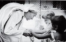Quel rapporto 'mistico' tra Madre Teresa e la Croce di Gesù. Così una donna ha sconfitto la morte.