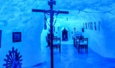 La fede ai confini della terra, pregare nella cappella scavata tra i ghiacci del Polo Sud