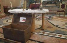 Torino: Il «baule della carità»: ogni pezzo di stoffa è un gesto di aiuto
