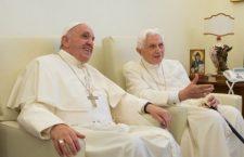 Papa Francesco ha incontrato il Pontefice Emerito Benedetto XVI per gli auguri di Natale