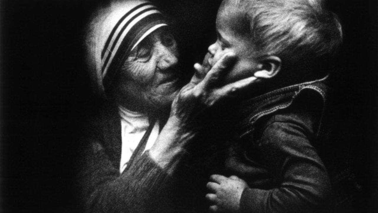 Madre Teresa Di Calcutta Poesie Natale.E Natale Ogni Volta Che Questa Poesia Di Madre Teresa Di Calcutta
