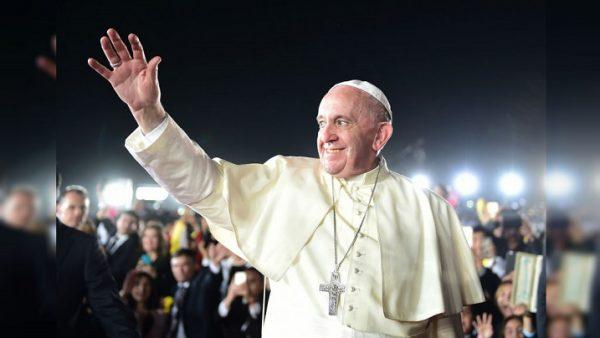 Papa Francesco saluta il Cile e vola in Perù. Ma prima ha incontrato i familiari delle vittime di Pinochet